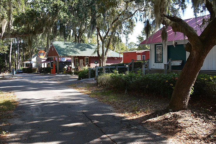 Shops and restaurants in Port Royal SC